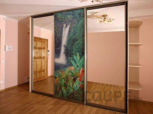Модель с фотопечатью и зеркальными дверями на три секции
