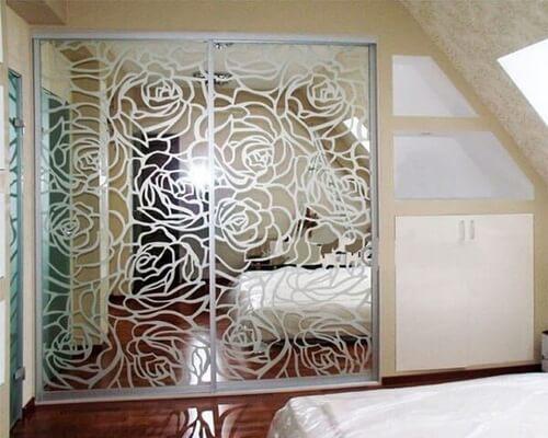 Шкаф-купе в спальню с пескоструем